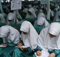 3.119 Santri Samit Al Multazam Pecahkan Rekor Muri Tulis Al-Quran Iqro' Bil Qolam, metode Follow the Line